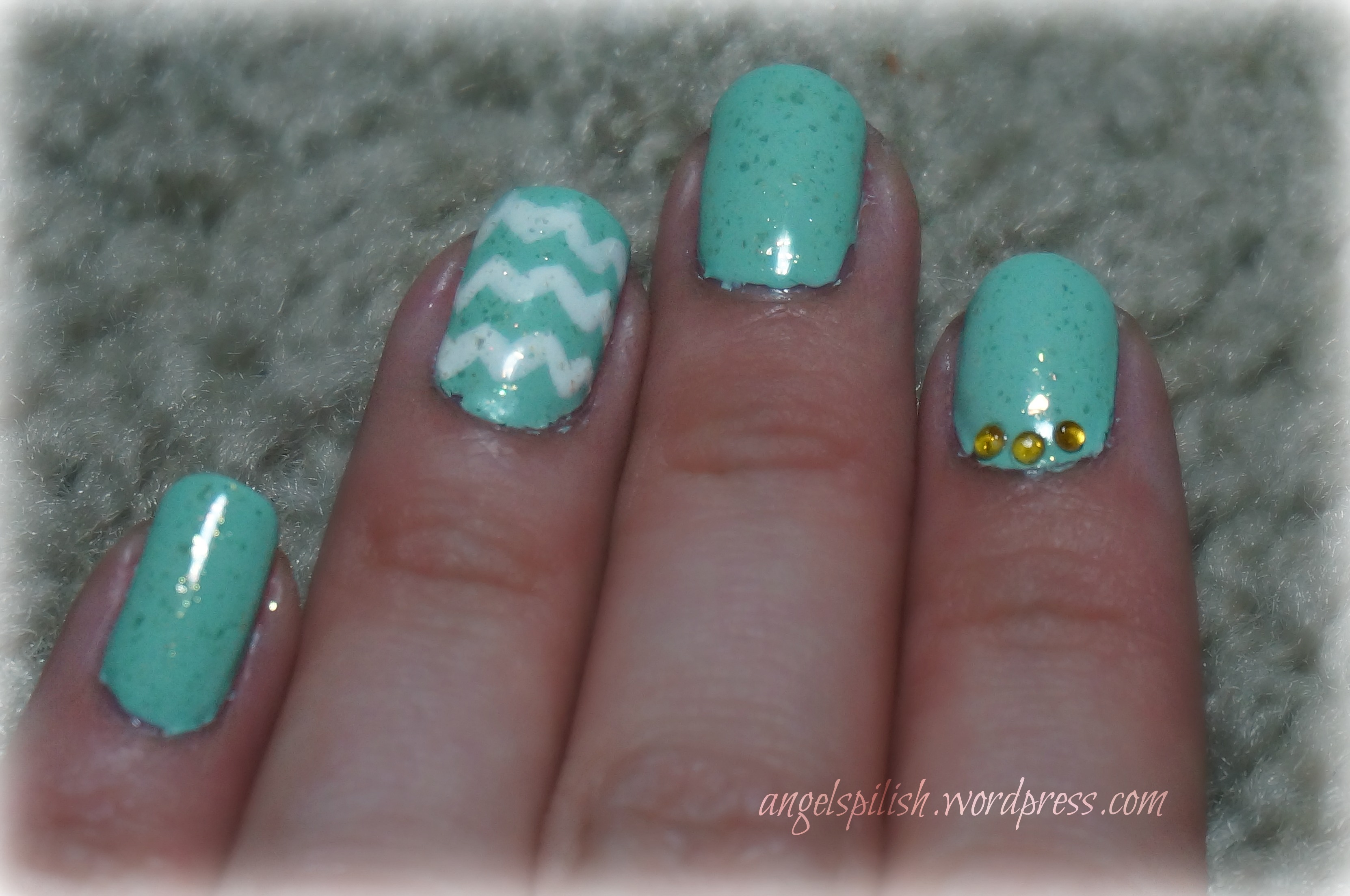 Mint Nails With Gold Accents | Everything Nail Art
